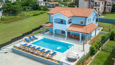 Photo for Beheitz. large pool, 4 km from the sea, hydromassage, whirlpool, barbecue, wifi