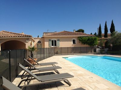 Photo for Beautiful villa with pool in Provence