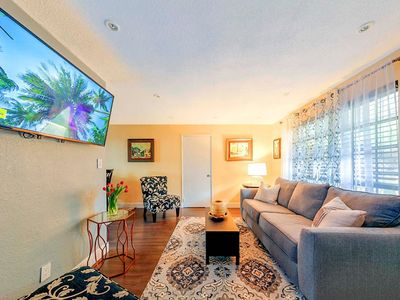 Photo for ★Cozy Retreat. Minutes to Airport, Beach, Downtown, Shopping, and Watertaxi ★