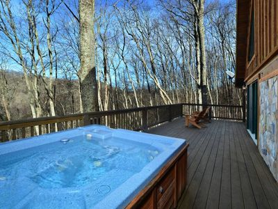 Photo for ❄Luxury Cabin❄: 3 kings+fireplace+hot tub+fire pit