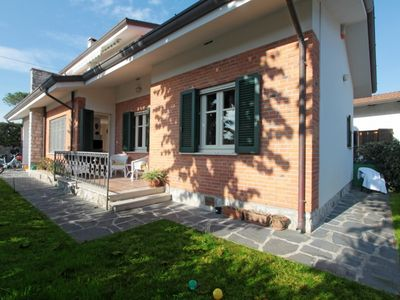 Photo for 5 bedroom Villa, sleeps 8 in Forte dei Marmi with Air Con and WiFi