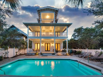 Seas the Day~Located in the Heart of Seagrove with HEATED POOL~Private beach