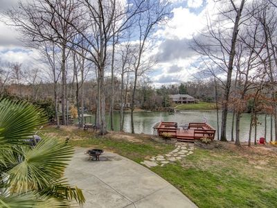 Beautiful water front! Boat dock, Sun deck, Covered porch, Fire pit, Game room