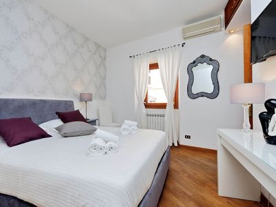 Photo for TRASTEVERE - CITY CENTER - LUXURIOUS APARTMENT - SPECIAL OFFER