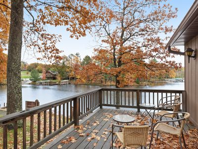 Photo for Cozy lakefront villa w/shared docks, boat rentals & on-site restaurant - dogs OK