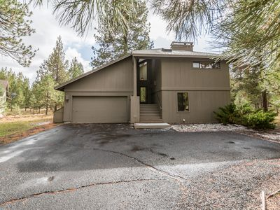 Photo for Lowland #3 Near Sharc and Fort Rock Park- 3 Masters! Large Deck, Private Hot