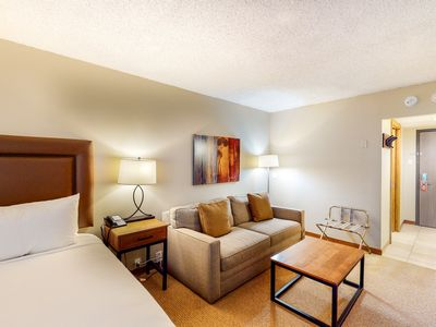 Photo for Charming family-friendly room w/shared hot tub, steam room, pool, & more