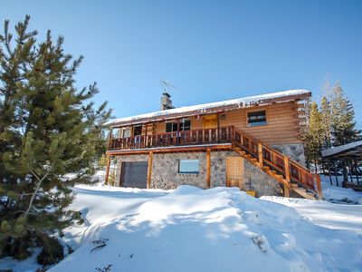 Photo for Rustic Inn - Views, comfort and convenience! 5 minutes from town! Sleeps 8!
