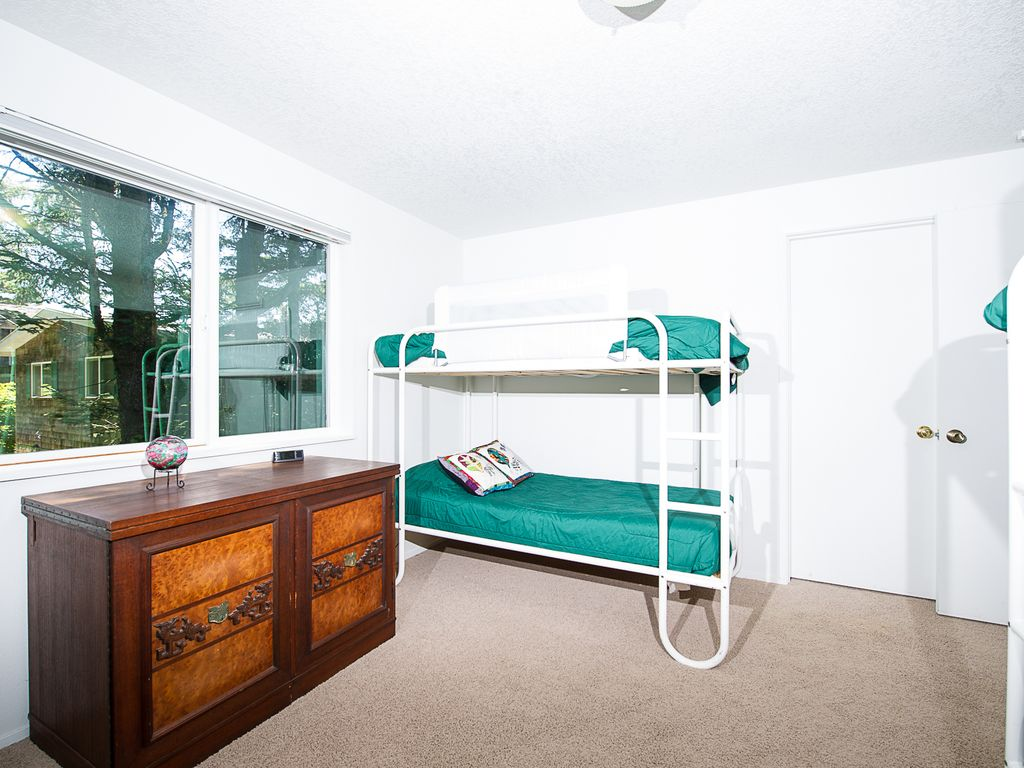 suite vacation guests for lincoln than consider rental on looking rock up that awesome a chalets sunset space cheap four cozy rent otter s less city the at places rentals with to alpine hotels coast oregon