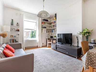 Photo for Bright & modern 2bed apt Queens Park 10min to tube