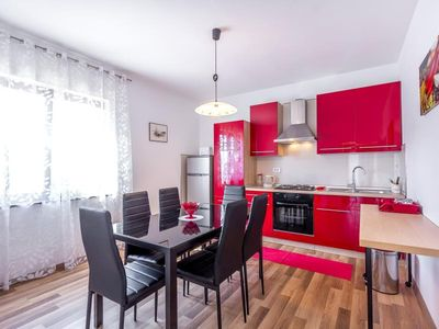 Photo for Modern apartment for 8 persons with 3 bedrooms, 2 bathrooms, air conditioning, WiFi, terrace and barbecue