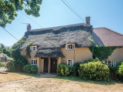Photo for 3 bedroom Cottage in Coombe Keynes - DC164