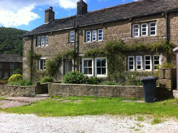 Traditional Derbyshire hill farm in a great location.