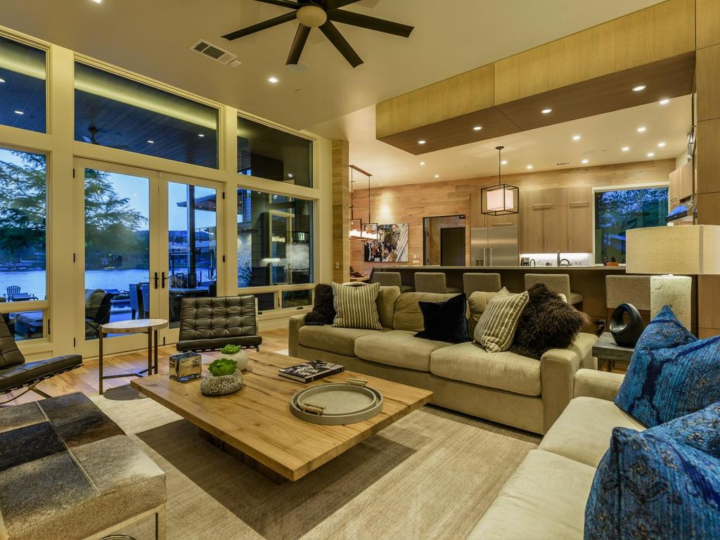 Property Image#3 Waterstone Lake Austin The Ultimate In Luxury Lake Front  Living