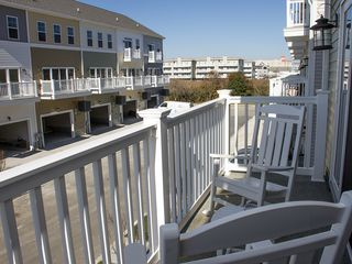 Exquisite 4-BR Townhome - Wi-Fi Schwimmbad Garage