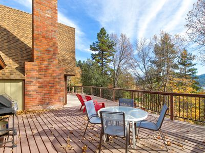 Photo for Incredible home w/full kitchen, pool table & large deck, lake views