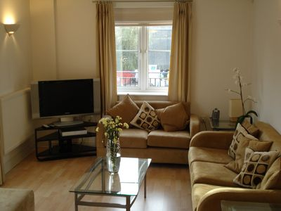 Photo for Sleeps 4, 2 bedroom executive modern Flat in Reading Town Centre