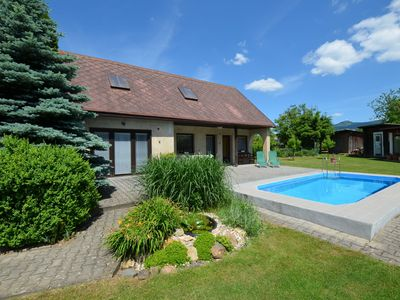 Photo for Cozy detached cottage with swimming pool and covered terrace