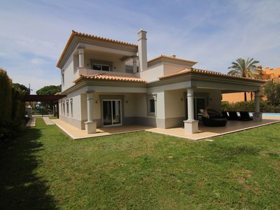 Photo for Modern villa with 4 bedrooms, pool and garden