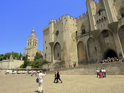 Photo for In the historic center of Avignon, nice F3 of standing,