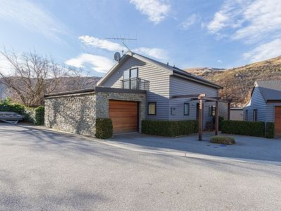 Photo for Arrow on the Green - Arrowtown Holiday Home