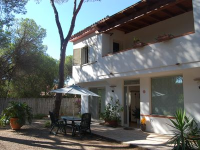 Photo for Detached villa with private garden 6 beds 130 meters from the beach