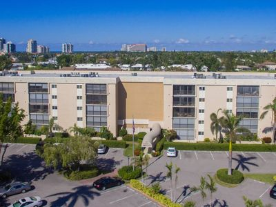 Photo for *Venetian Bayview -3rd Floor Condo - Super Close to the Beach and the Village!*