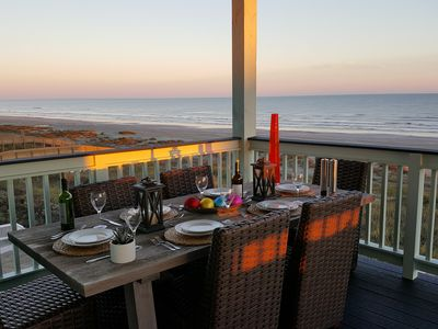 Dinning on the beach under the sunset! Don't you wish to be here?