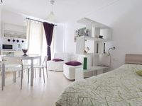 Cute, clean appartement on a lively street