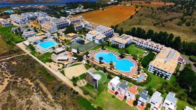 Photo for T1 + 1 family Golden Club Resort, Cabanas de Tavira. Free wi-fi and cable TV.