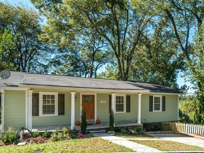 Photo for Holiday House  - Charming Cottage Overlooking Marietta Square