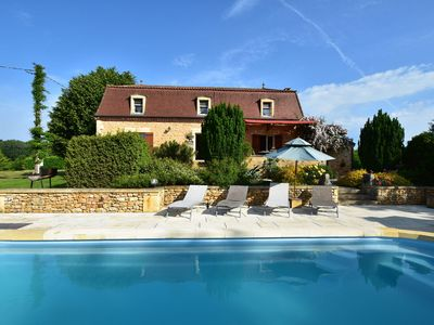 Photo for Holiday home in a quiet location near Coux-et-Bigaroque (5 km), with private swimming pool