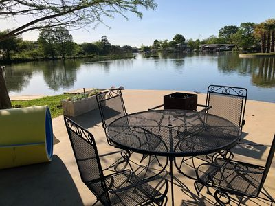 Relaxing waterside is the day here!