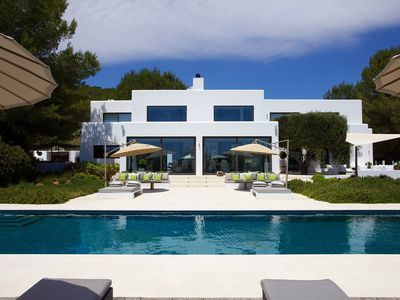 Photo for Superb villa in the heart of the island with private pool and sea view