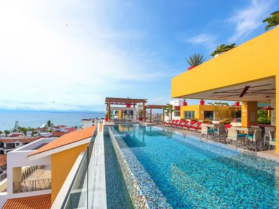 Photo for Modern and spacious condo V177 404 in the Romantic zone of Puerto Vallarta!
