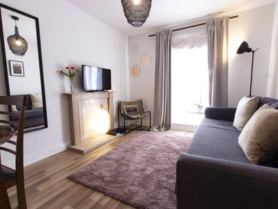 Photo for Modern & Cosy Apartment in the Heart of Dublin Sleeps 4