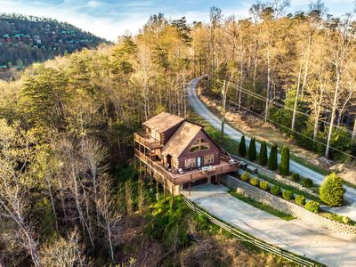 Photo for Sprawling mountain views and all the comforts of home