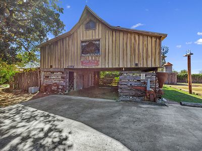 Photo for Absolutely Charming Livery Stable, 2/1 Cabin, Close to Town, Whirlpool Tub!