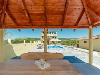 Photo for Crowonder Sun & Fun - Apartment Green Olives with pool for 10 people