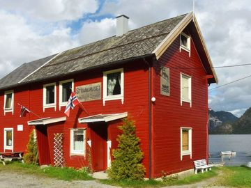 Apartment Måndalen  in Måndalen, Northern Fjord Norway - 4 persons, 3 bedrooms