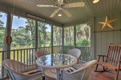 This 3-bedroom, 2-bath vacation rental sleeps up to 10 by Sparrow Pond.