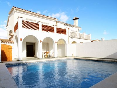 Photo for House located in a quiet environment and surrounded by green area, in the center of Empuriabrava.