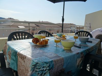 Photo for Apartment overlooking the marina Sète air-conditioned 200 m from the beach