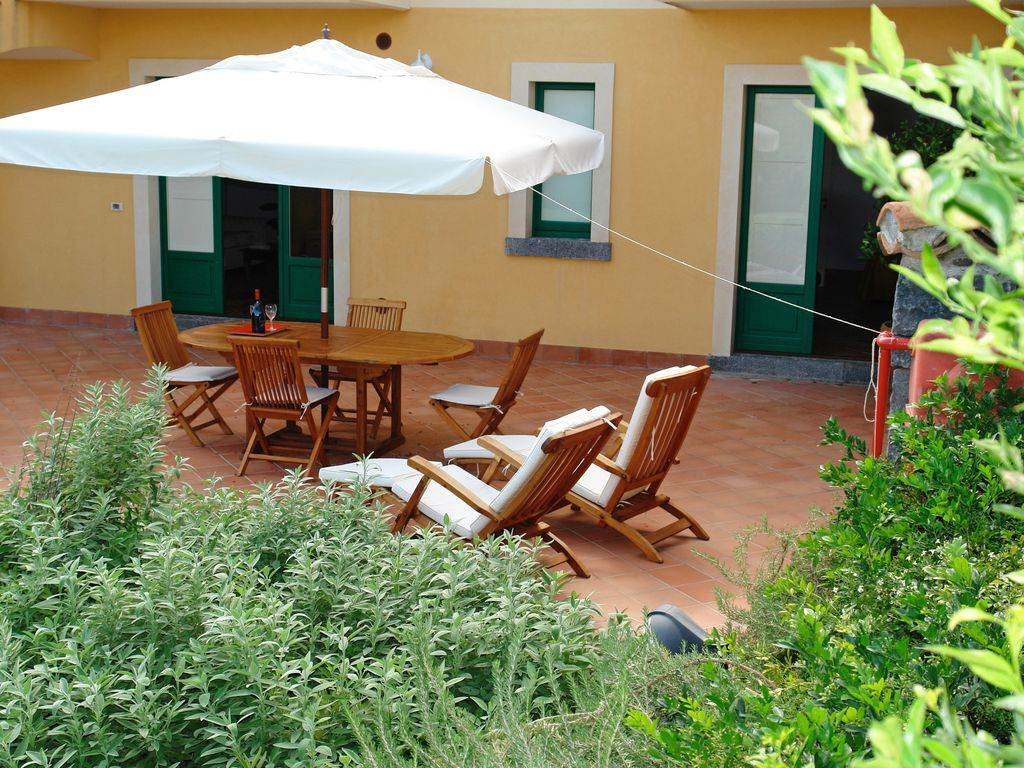 Tasteful house with spacious terrace... - HomeAway Riposto
