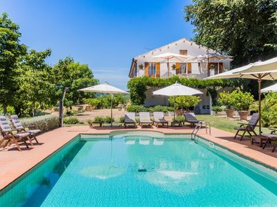 Photo for Villa Limoni, roomy villa with pool in the hills of Ripatransone, 15 minutes from the Adriatic sea