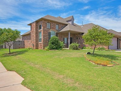 Photo for Spacious family home near airport and downtown OKC