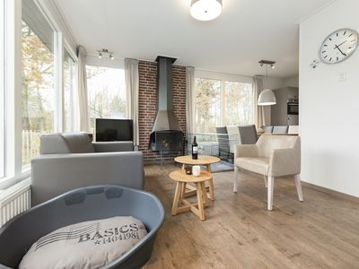 Photo for 6-person dog bungalow in the holiday park Landal Aelderholt - rural location