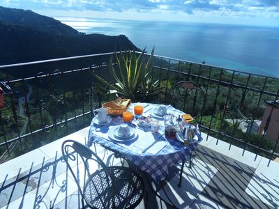 Photo for Rooms with sea view and breakfast in Cinque Terre National Park
