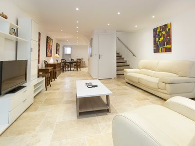 Photo for Independent apartment in the heart of old Antibes, sleeps up to 5