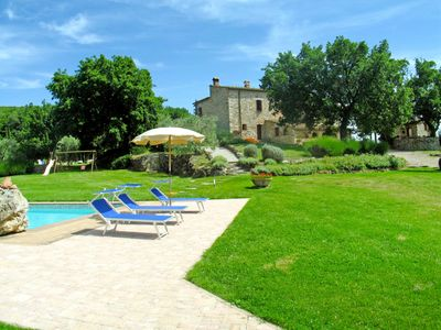 Photo for Cosy apartment with WIFI, A/C, pool, TV, pets allowed and parking, close to San Gimignano